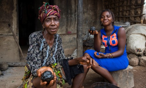 Morie shows her granddaughter how to shape the black soap, copyright Age International/Simon Rawles